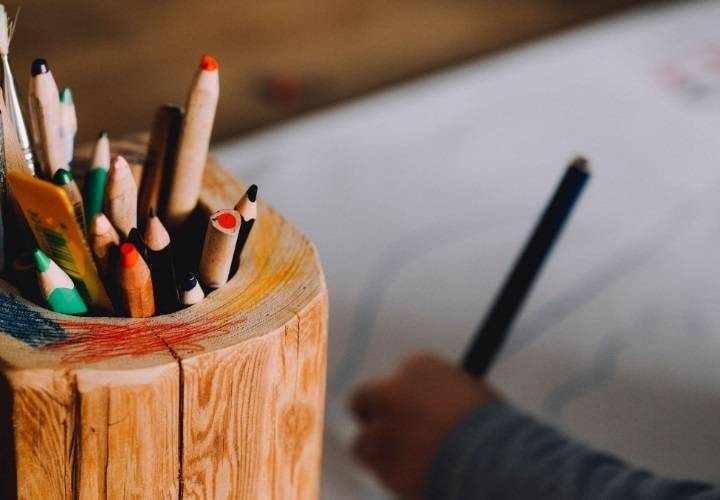 карандаши в стакане