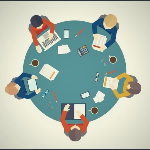 эффективные люди за столом